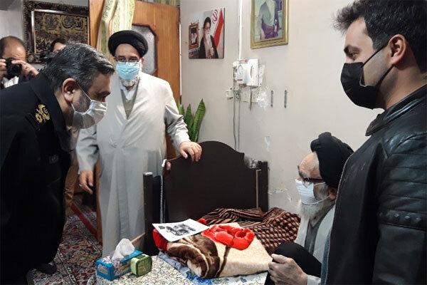 فرمانده ناجا با آیت الله محمودی گلپایگانی دیدار کرد