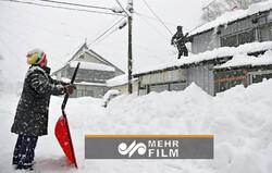 Japonya'da kar yağışı elektrikleri kesti