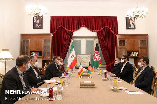 دیدار مشاور امنیت ملی افغانستان با دبیر شورای امنیت ملی جمهوری اسلامی ایران