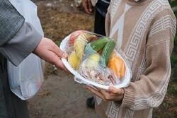 ۴۵۰۰ بسته میوه در شهر و روستاهای بجنورد توزیع شد