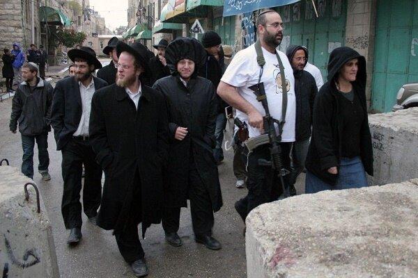Zionist settlers raid Palestinian homes in Bethlehem
