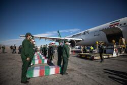 استقبال از پیکر ۷ شهید گمنام در فرودگاه کرمان