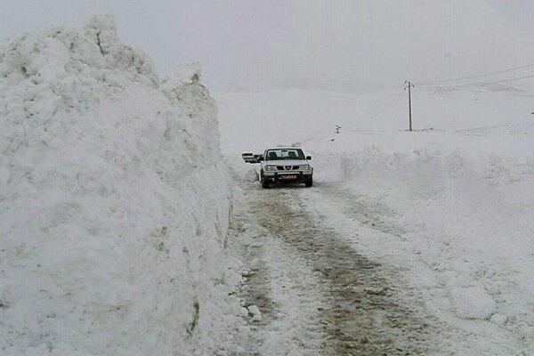 İran'da kar nedeniyle kapanan yollar açıldı