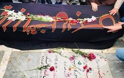 پیکر مادر شهیدان «کارکوب زاده» به خاک سپرده شد