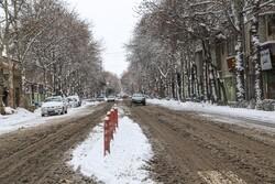 تشریح وضعیت ترافیکی محورها/جاده های ۲۶ استان برفی و بارانی است