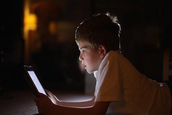 ریشههای پناه بردن نوجوانان به فضای مجازی