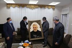 استاندار کرمان با خانواده شهید حاج قاسم سلیمانی دیدار کرد