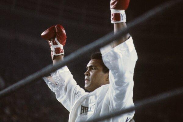 Boks efsanesi Muhammed Ali'nin torunu Nico Ali Walsh ringe çıkıyor