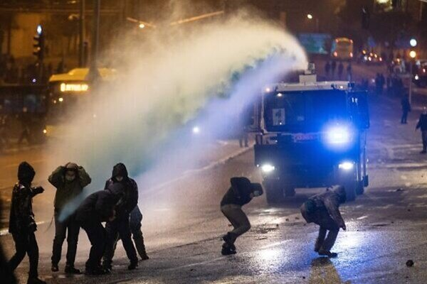 VIDEO: Israeli police fire water cannon, gas at protesters