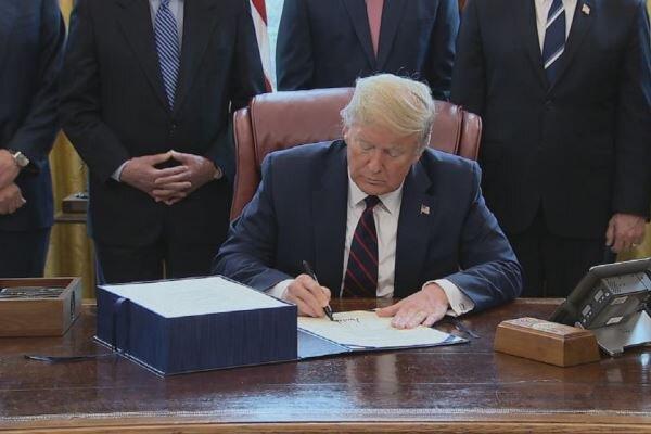 صدر ٹرمپ نے کورونا وائرس ریلیف پیکج پر دستخط کردیئے