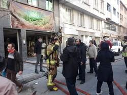 آتش سوزی در ساختمان اداری/ نجات ۳۵ نفر از حریق