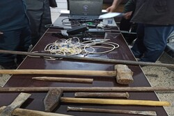باند پنج نفره حفاری غیرمجاز دربهمئی دستگیر شدند/کشف دستگاه فلزیاب