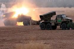 آتش سنگین ارتش سوریه بر روی مواضع تروریستها در جنوب ادلب