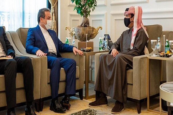 Araghchi holds talks with Qatari Foreign Minister