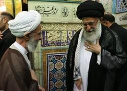 قائد الثورة الإسلامية يعزي برحيل آية الله محمد تقي مصباح يزدي