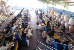چشم امید زنان به طلای کثیف/ دستمزد مشکل اصلی کارگران صفیره اهواز