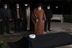رہبر معظم انقلاب اسلامی نے مرحوم آیت اللہ مصباح یزدی کے پیکرپاک پر نماز جنازہ ادا کی