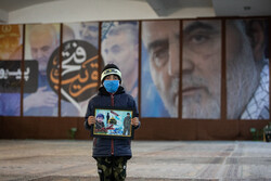"""İran'da """"Kutsal Türbe Savunucuları"""" şehitleri anıldı"""