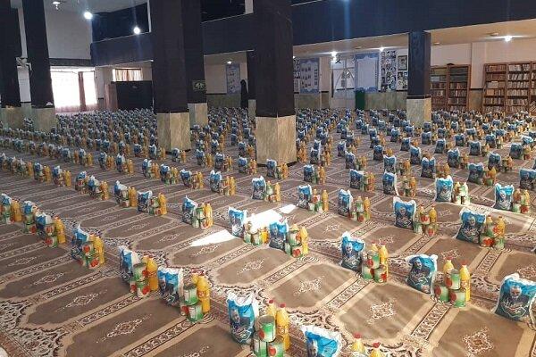 توزیع ۴۰۰۰ بسته کمک مومنانه در مناطق حاشیهنشین کرمانشاه