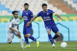 دیدار تیم های فوتبال استقلال و آلومینیوم