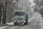 بارش برف در راه های ایلام/همراه داشتن زنجیرچرخ الزامی است