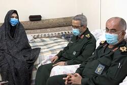 سردار غیبپرور با دو خانواده شهید بوشهری دیدار کرد