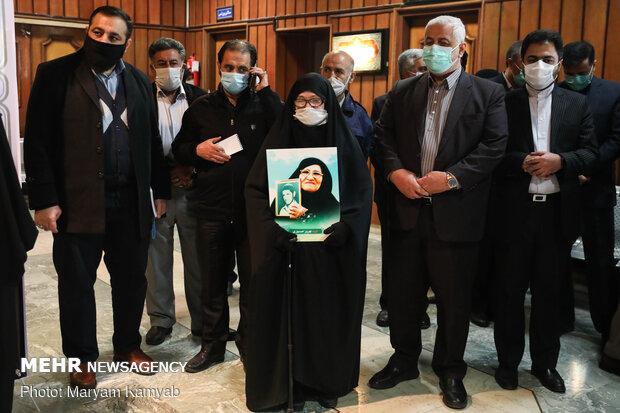Tahran'da Şehit General Süleymani için büst