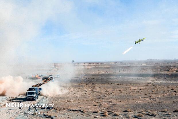 غرش موشک آذرخش در روز دوم تمرین پهپادی ارتش