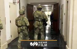 لحظه ورود نیروهای نظامی به کنگره آمریکا