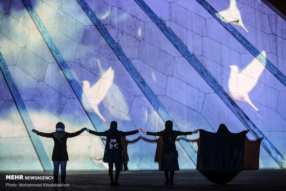 اجرای ویدئو مپینگ یادبود جانباختگان هواپیمای اوکراینی