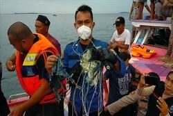 Endonezya'da denize düşen uçağın enkazı 4 ayrı noktaya dağıldı