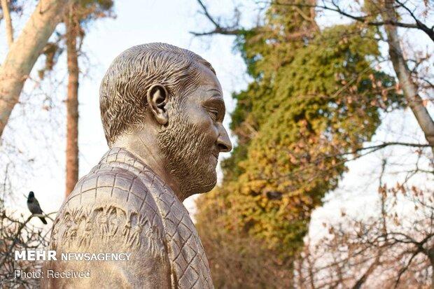 Martyr Soleimani's bust installed in Gheytarieh Park