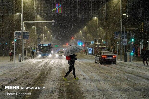 Kar fırtınasına teslim olan İspanya'da 'kırmızı alarm' verildi