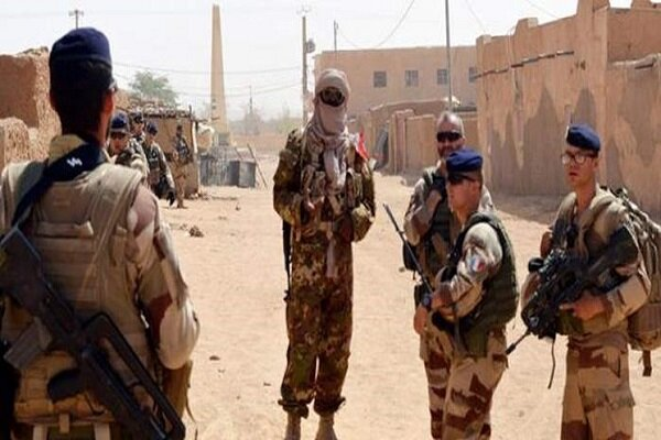 Six wounded in a suicide attack on French forces in Mali