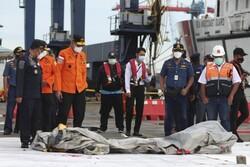 بخشهایی از اجساد سرنشینان هواپیمای مسافربری اندونزی پیدا شد