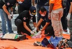 Endonezya'da denize düşen uçağın enkazı