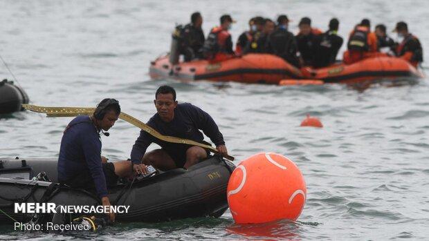 جمع آوری لاشه هواپیمای مسافربری اندونزی از دریا