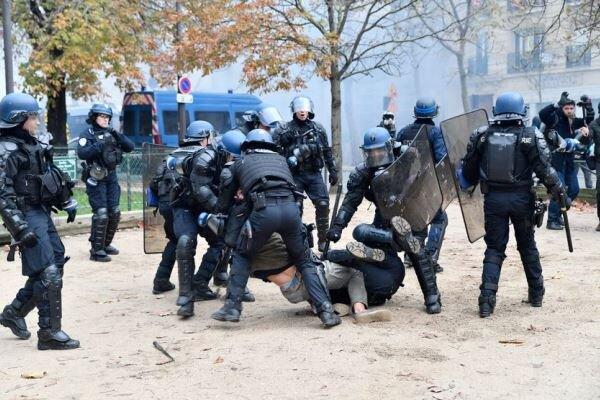اشتباكات عنيفة بين الشرطة والمتظاهرين في باريس