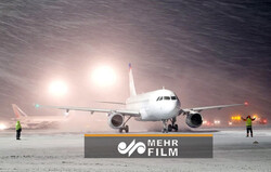 VIDEO: Rare snowstorm closes Madrid airport