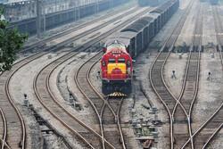 آتش سوزی قطار یزد – تهران در بادرود/۲۰۰ مسافر با قطار دیگری راهی سفر شدند