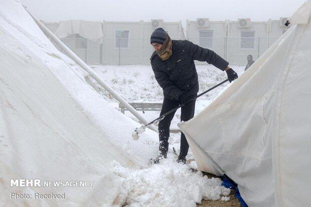 صدها مهاجر بدون سرپناه در سرمای زمستان بوسنی