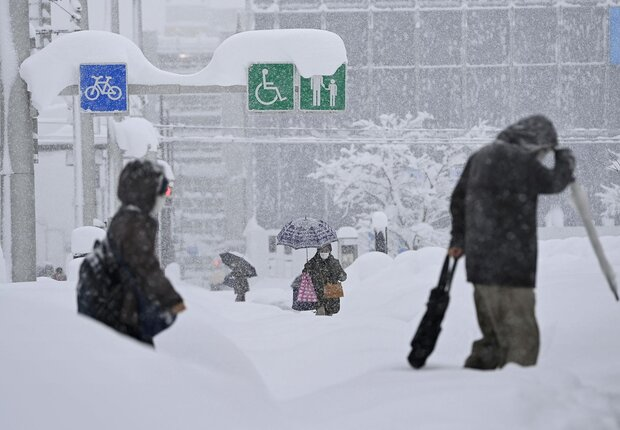 13 dead, hundreds injured as record snowfall blankets Japan