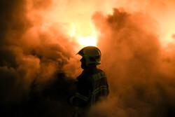 آتش سوزی گسترده در روستایی در اهواز / آتش نشانان در محاصره آتش