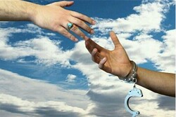 آزادی ۱۵ نفر از زندانیان دادسرای قرچک در ایام دهه فجر