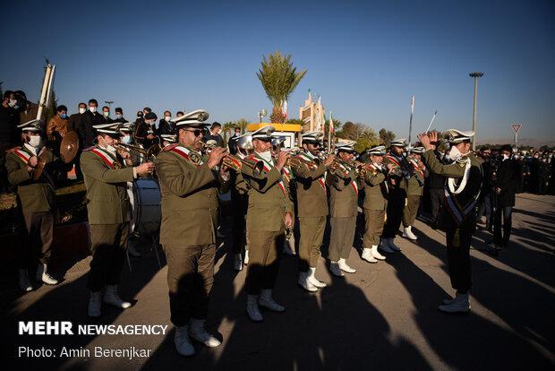تشییع پیکر ۱۵ شهید گمنام دفاع مقدس در شیراز