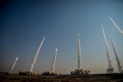 IRGC stages drill by firing ballistic missiles (+video)