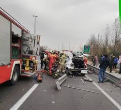 تصادف خونین در بزرگراه یادگار امام/ هر دو پای راننده قطع شد