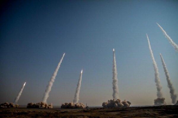 شلیک انبوه موشکهای بالستیک/حمله پهپادها به سپرموشکی دشمن