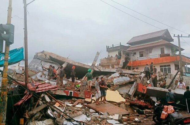 Earthquake in Indonesia kills at least 35