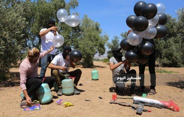 شبان يطلقون بالونات متفجرة وحارقة تجاه مستوطنات الاحتلال
